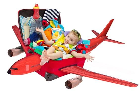 crianca-dentro-da-mala-em-formato-de-aviao-shutterstock-0000000000007A16